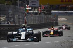 Valtteri Bottas, Mercedes AMG F1 W08, Max Verstappen, Red Bull Racing RB13