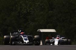 Santino Ferrucci, Haas F1 Team VF-17, Luca Ghiotto, Williams FW40