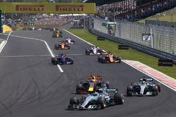 Valtteri Bottas, Mercedes AMG F1 W08, Lewis Hamilton, Mercedes AMG F1 W08, Max Verstappen, Red Bull Racing RB13, Carlos Sainz Jr., Scuderia Toro Rosso STR12, Fernando Alonso, McLaren MCL32