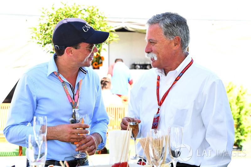 أليكس ميا وتشايس كاري، الرئيس التنفيذي لمجلس إدارة مجموعة الفورمولا واحد