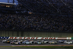 Restart: Martin Truex Jr., Furniture Row Racing Toyota, Kyle Busch, Joe Gibbs Racing Toyota