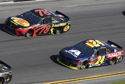 William Byron, Hendrick Motorsports,AXALTA Chevrolet Camaro Martin Truex Jr., Furniture Row Racing Toyota