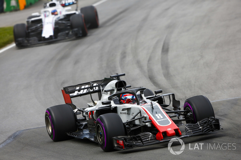 Romain Grosjean, Haas F1 Team VF-18, leads Sergey Sirotkin, Williams FW41