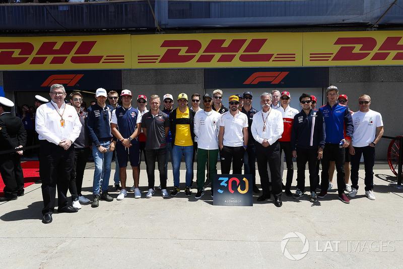 Fernando Alonso, McLaren, celebra en buena compañía sus 300 grandes premios