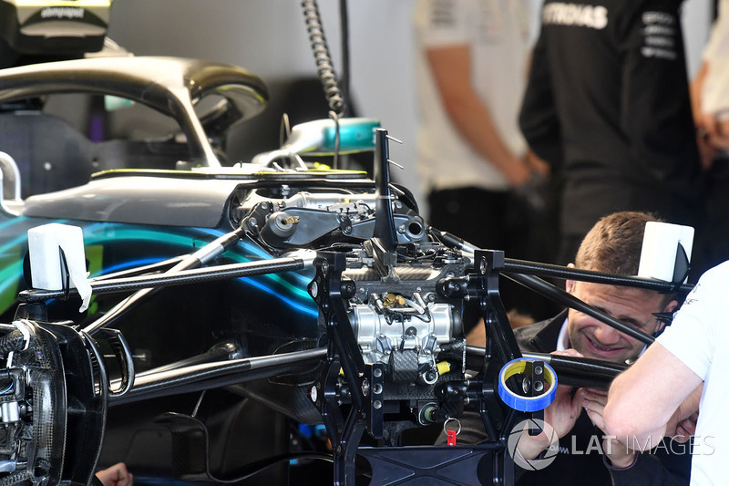 Mercedes-AMG F1 W09 voorwielophanging