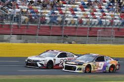 Chase Elliott, Hendrick Motorsports, Chevrolet Camaro SunEnergy1 Erik Jones, Joe Gibbs Racing, Toyota Camry Sport Clips