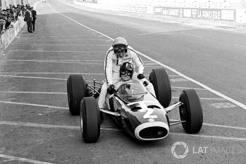 Reims 1966: Graham Hill (BRM) - Peter Arundell (Lotus)