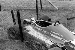 La Shadow DN8 di Tom Pryce alla curva Crowthorne dopo il suo fatale incidente