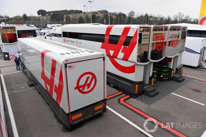Haas F1 Team trucks