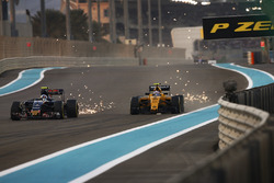 Carlos Sainz Jr, Toro Rosso STR11 Ferrari y Jolyon Palmer, Renault RE16