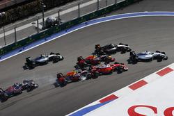 Felipe Massa, Williams FW38, Sergio Perez, Force India VJM09, Daniel Ricciardo, Red Bull Racing RB12, as Daniil Kvyat, Red Bull Racing RB12, makes contact, Sebastian Vettel, Ferrari SF16-H