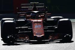 Stoffel Vandoorne, McLaren MCL32, ilk antrenmanda Halo ile