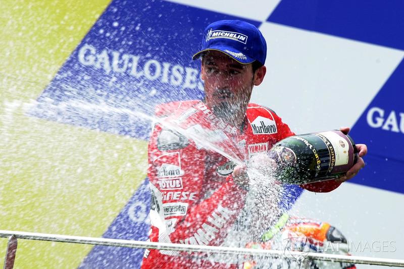 Подіум: переможець гонки Макс Б'яджі