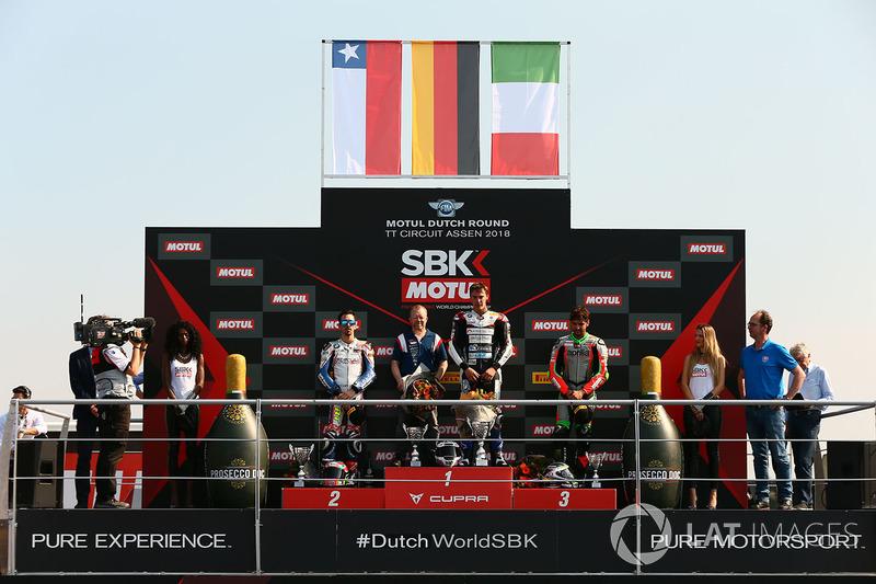 Sur le podium du STK1000 : le vainqueur Markus Reiterberger, le deuxième, Roberto Tamburini, le troisième, Maximilian Scheib