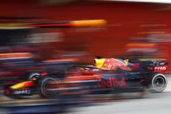 Max Verstappen, Red Bull Racing RB14, pitstop