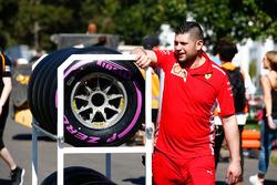 Ferrari engineer met de Pirelli Hypersoft banden