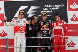 Podio: Jenson Button, McLaren, Stefano Sordo, Red Bull Racing, Sebastian Vettel, Red Bull Racing; Fernando Alonso, Ferrari