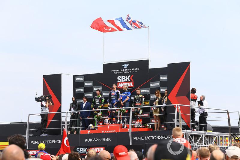 Podyum: Yarış galibi Michael van der Mark, Pata Yamaha, 2. Toprak Razgatlioglu, Kawasaki Puccetti Racing, 3. Jonathan Rea, Kawasaki Racing