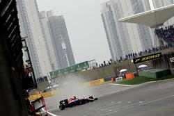 Pascal Wehrlein, Manor Racing MRT05 spins