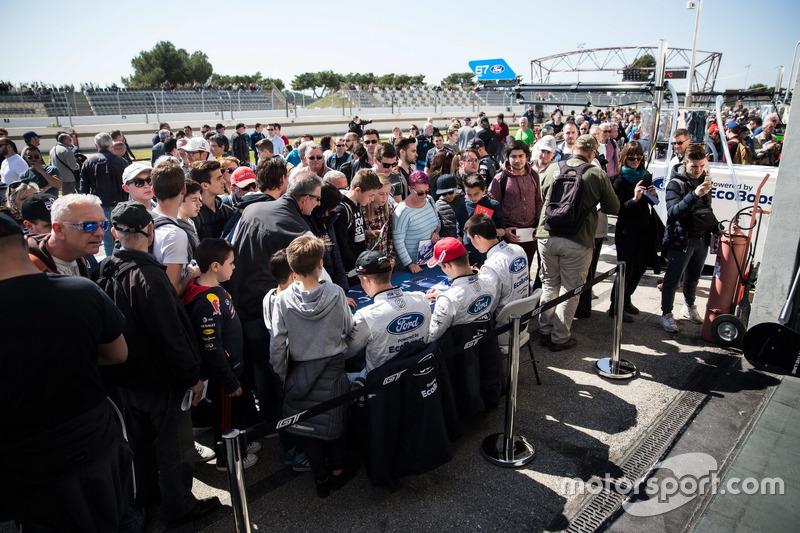 #66 Ford Chip Ganassi Racing Team UK, Ford GT: Billy Johnson, Stefan Mücke, Olivier Pla, bei der Autogrammstunde