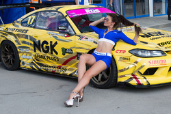 Toyo girl с машиной Георгия Чивчяна
