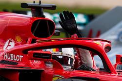 Le vainqueur Sebastian Vettel, Ferrari SF71H fête sa victoire