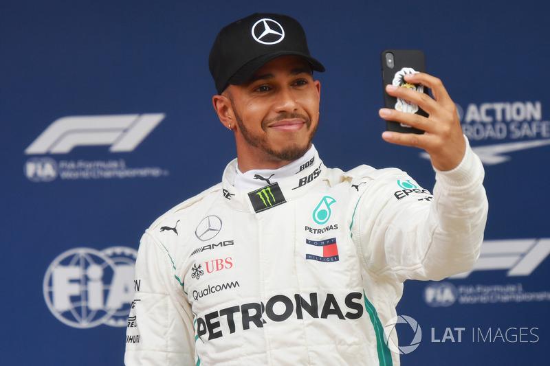 Embalado pela vitória em Baku, Lewis Hamilton foi à Espanha e conquistou a pole