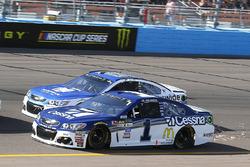 Jamie McMurray, Chip Ganassi Racing Chevrolet and Dale Earnhardt Jr., Hendrick Motorsports Chevrolet