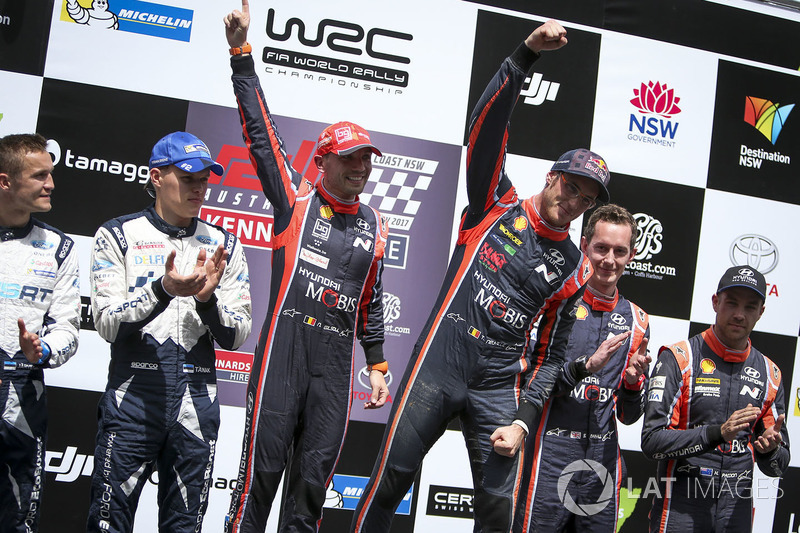 I vincitori Thierry Neuville, Nicolas Gilsoul, Hyundai Motorsport, al secondo posto Ott Tänak, Marti