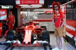 Ferrari fan and wig and Ferrari SF70H