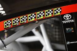 Siegsticker am Auto von Martin Truex Jr., Furniture Row Racing Toyota