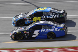 Kasey Kahne, Hendrick Motorsports Chevrolet and Michael McDowell, Leavine Family Racing Chevrolet