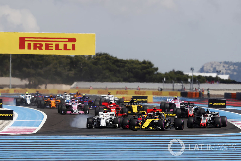 Carlos Sainz Jr., Renault Sport F1 Team R.S. 18, precede Charles Leclerc, Sauber C37, e Kevin Magnussen, Haas F1 Team VF-18