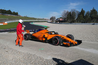 Фернандо Алонсо, McLaren MCL33 зупиняється на трасі