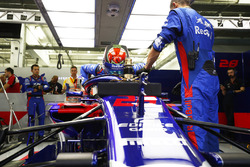 Brendon Hartley, Toro Rosso STR13 Honda, klimt in de auto