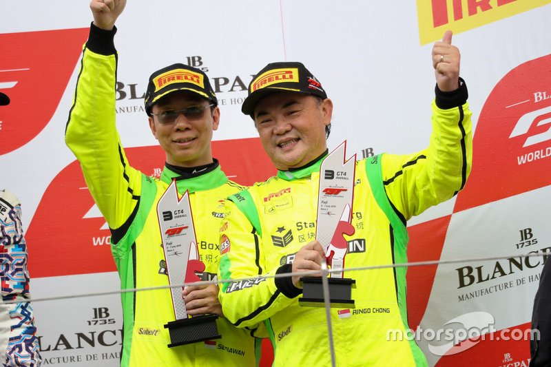 #111 Team iRace.Win Mercedes-AMG GT4: Setiawan Santoso, Ringo Chong