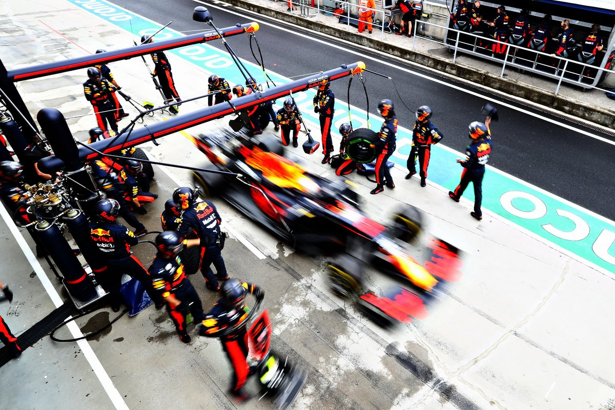 Max Verstappen, Red Bull Racing RB16, pitstop
