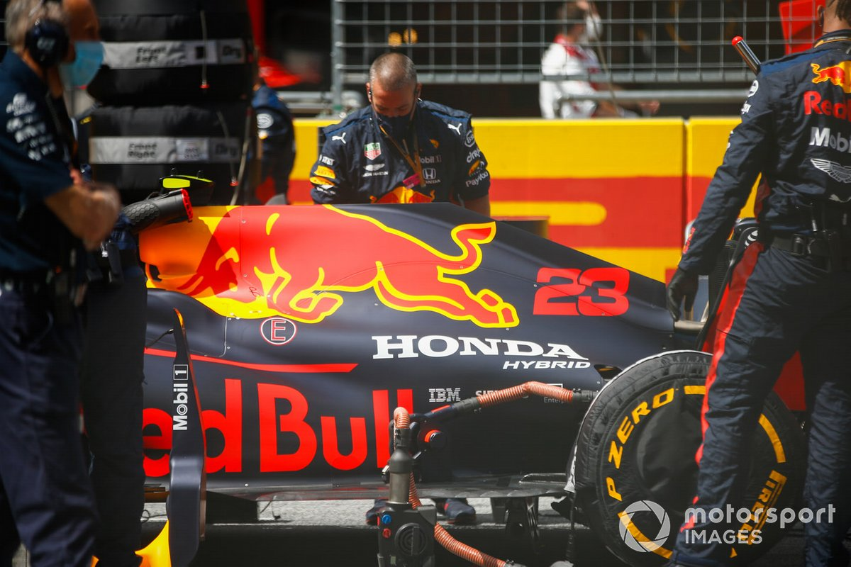 Alex Albon, Red Bull Racing RB16, on the grid