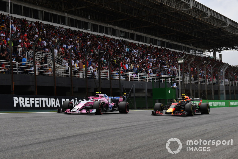 Esteban Ocon, Racing Point Force India VJM11 et Max Verstappen, Red Bull Racing RB14 en lutte