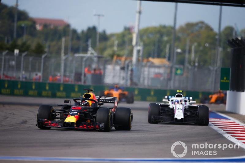 Daniel Ricciardo, Red Bull Racing RB14, Charles Leclerc, Sauber C37
