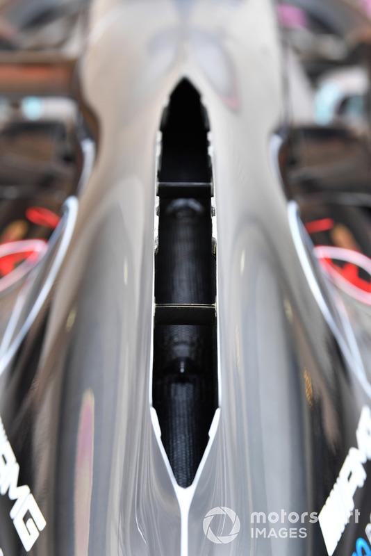 Mercedes volverá a utilizar la espina dorsal abierta o la cubierta del motor estilo chimenea, para ayudar a evacuar el calor generado por la unidad de potencia.