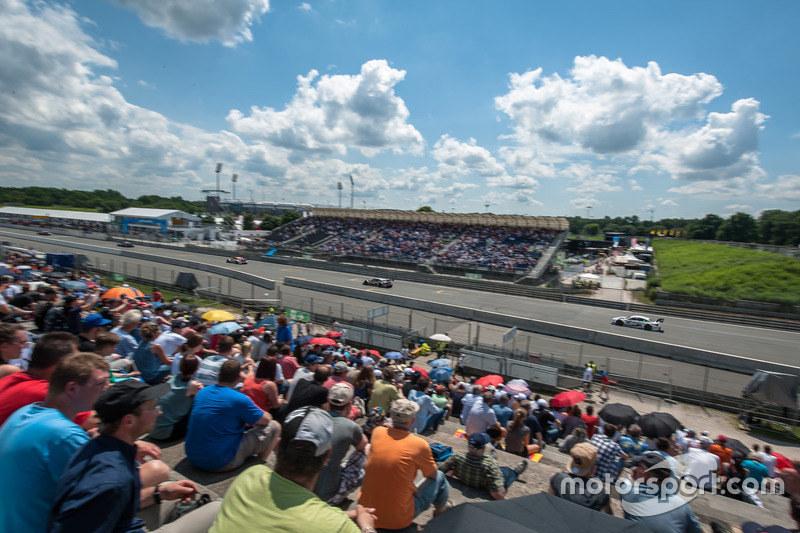 Atmosphere, spectators, Martin Tomczyk, BMW Team Schnitzer, BMW M4 DTM, António Félix da Costa, BMW