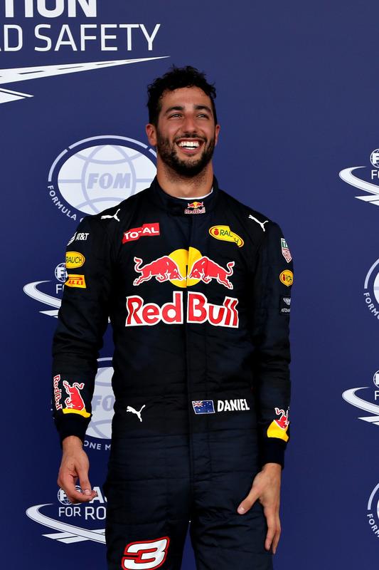 Daniel Ricciardo, Red Bull Racing. im Parc Ferme nach dem Qualifying.