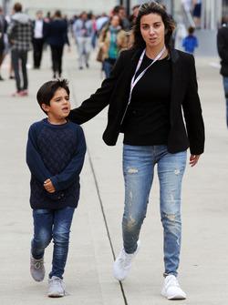 Rafaela Bassi, with her son Felipinho Massa,