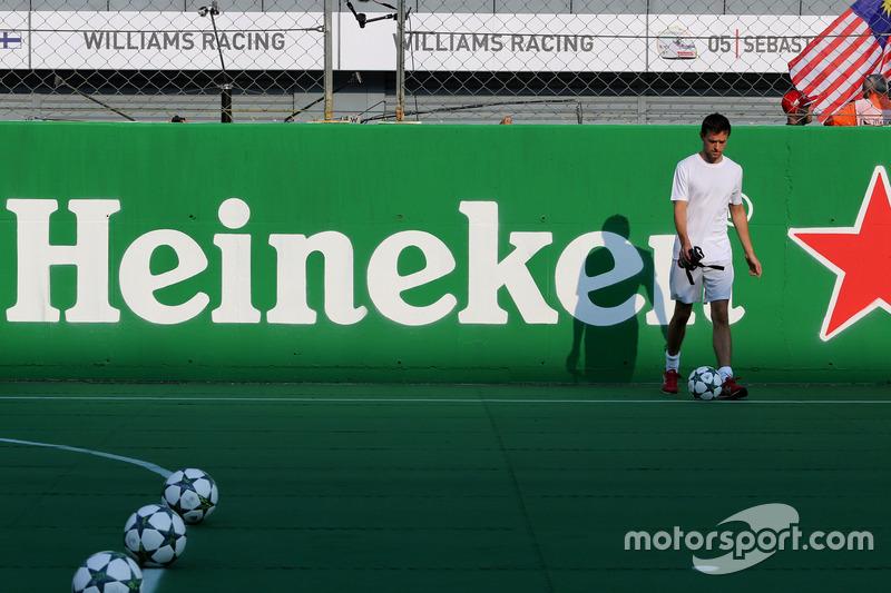 Partido a beneficio presentado por Heineken, Jolyon Palmer, Renault Sport F1 Team