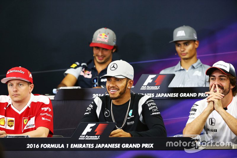 (L to R): Kimi Raikkonen, Ferrari; Lewis Hamilton, Mercedes AMG F1 Team; and Fernando Alonso, McLaren in the FIA Press Conference