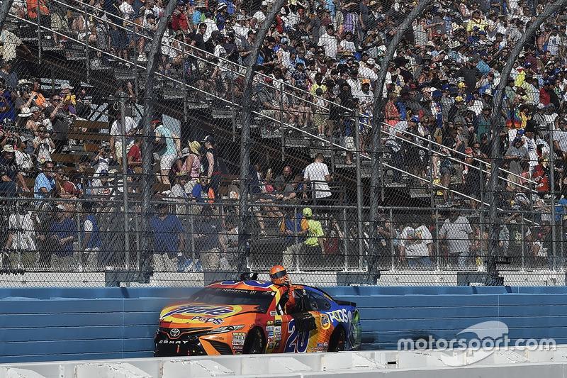 Matt Kenseth, Joe Gibbs Racing Toyota, choque
