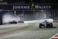 Lewis Hamilton, Mercedes AMG F1 W08, Sebastian Vettel, Ferrari SF70H, Kimi Raikkonen, Ferrari SF70H, Max Verstappen, Red Bull Racing RB13, Crash