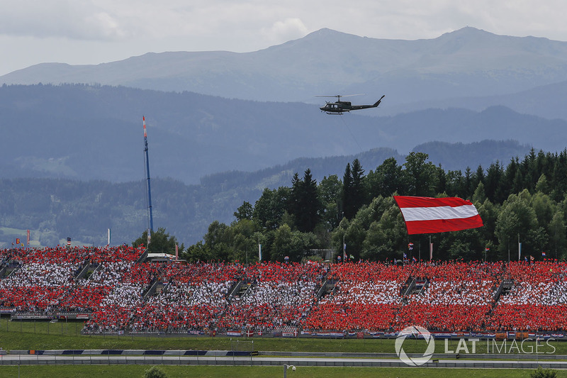 Helicopter, Austrian Flag