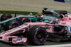 Lewis Hamilton, Mercedes AMG F1 F1 W08 , Esteban Ocon, Sahara Force India VJM10 battle for position